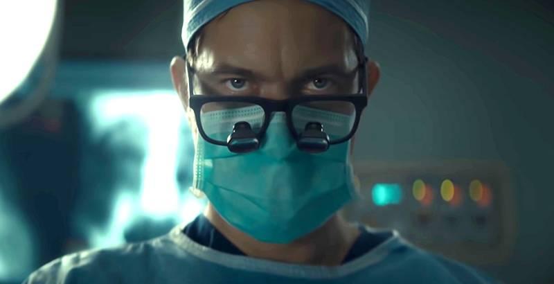 """La storia (vera) del medico-macellaio diventa una serie tv. Ecco il """"Dr. Death"""""""