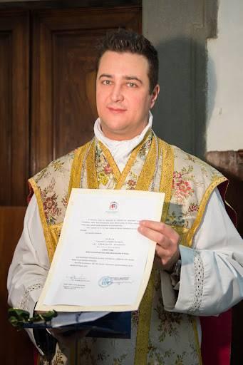 Prete arrestato: con i soldi della parrocchia comprava la droga dello stupro per festini hot
