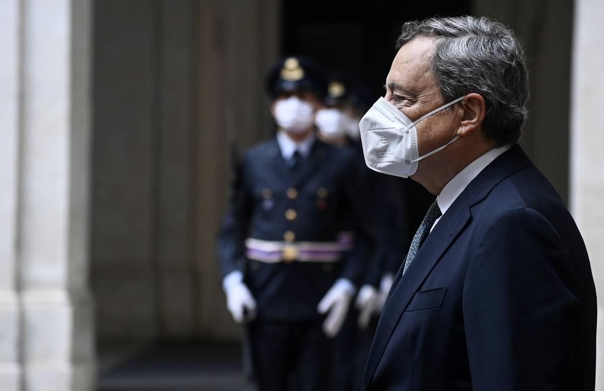 """Ora Draghi bacchetta l'Europa: """"Sui migranti è incapace"""""""