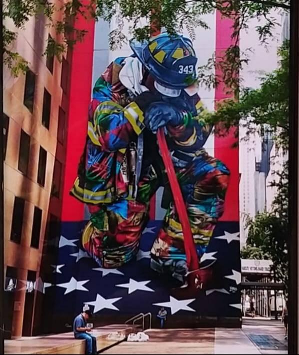 Quel  murale dedicato agli eroi dell'11 settembre