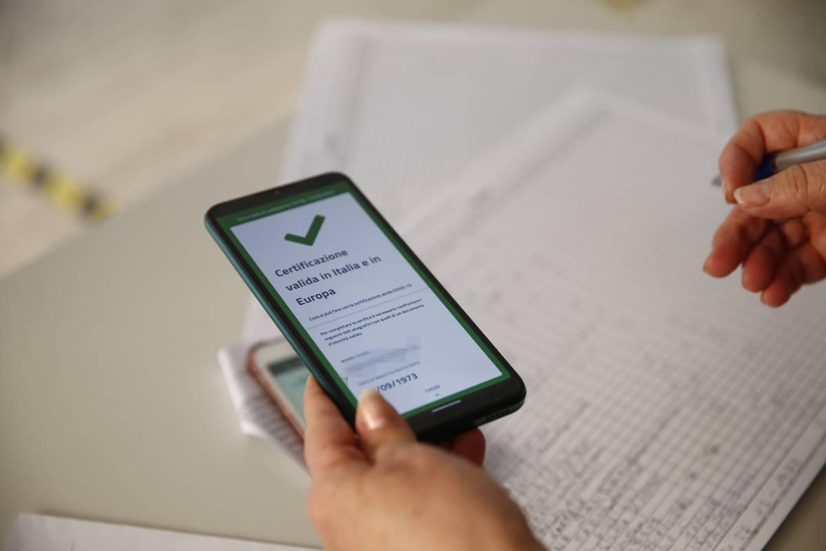 Badanti e partite Iva, Pa e volontariato: al lavoro solo col pass. Sospensione e multe. Tamponi a 8 e 15 euro