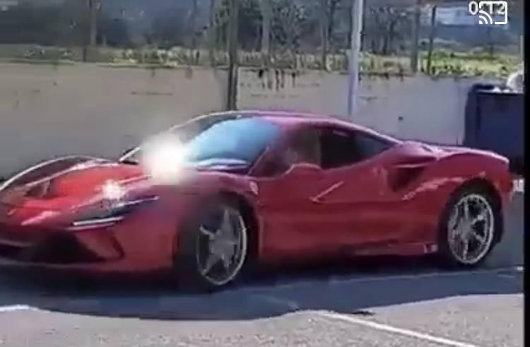 Napoli, bambino di 11 anni al volante di una Ferrari