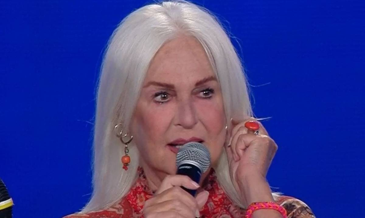 """Insulti sul web a Loretta Goggi. La Venier la difende: """"Doveva rimanere"""""""