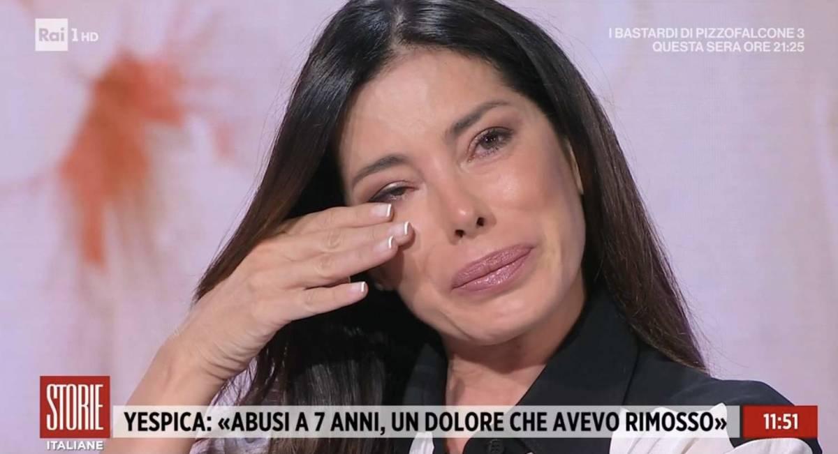 """""""Violentata..."""": il drammatico racconto di Aida Yespica in lacrime"""