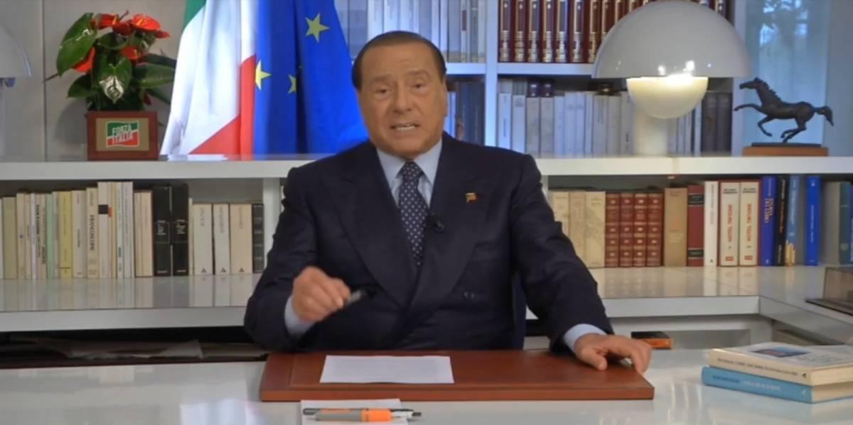 """Berlusconi: """"Il nostro partito è l'Ue, siamo gli eredi dell'Europa cristiana"""""""