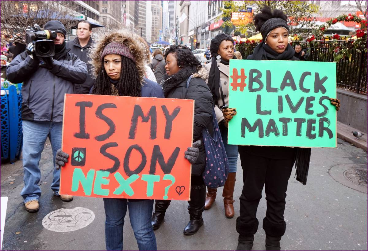"""Per Black Lives Matter ora è """"razzista"""" anche il pass vaccinale"""