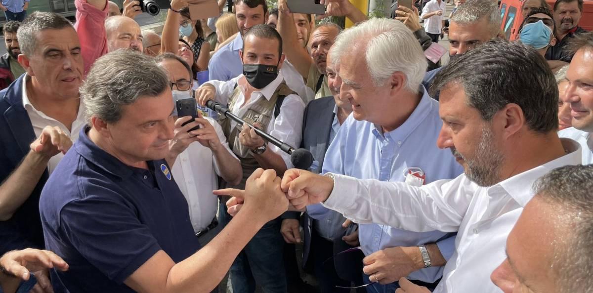 """""""Tiene le penne basse..."""", """"Ricco, viziato..."""": è scontro a Roma tra Calenda e Salvini"""