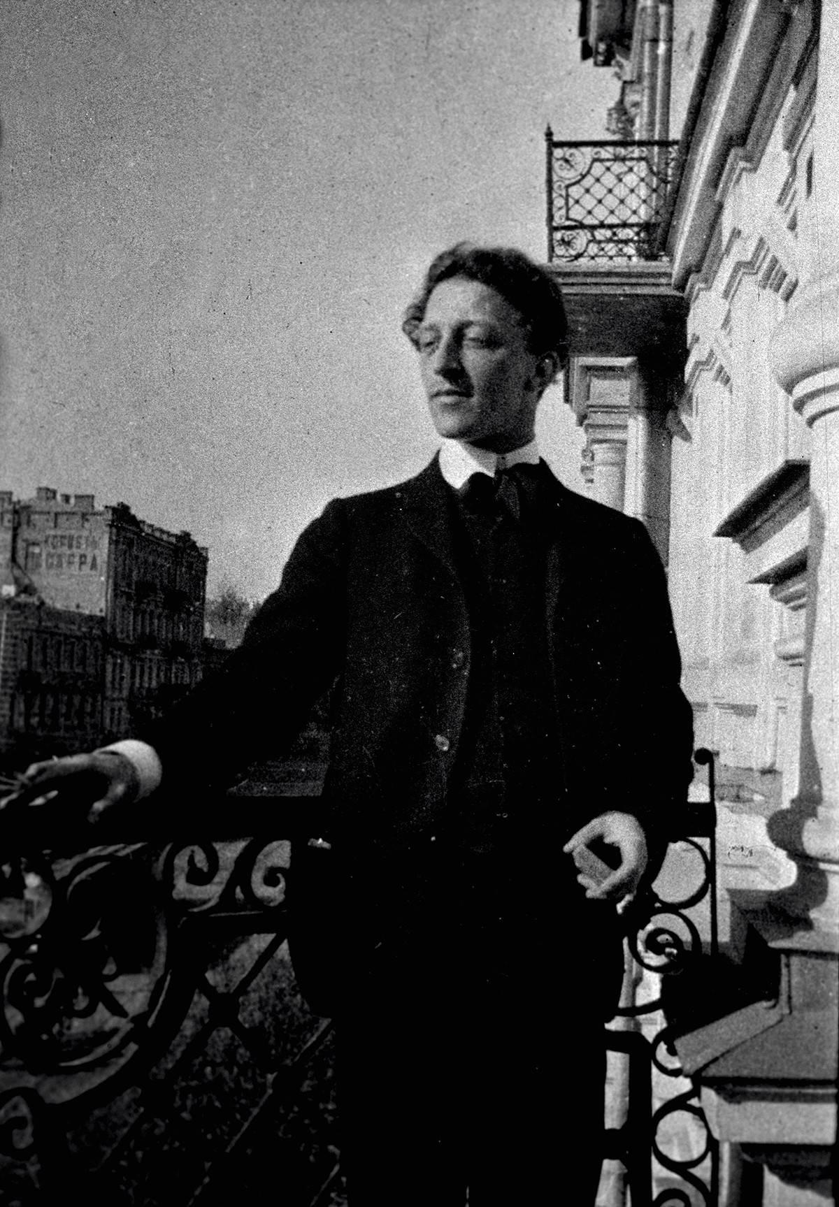 E Blok colse la poesia amara del crollo dell'impero russo