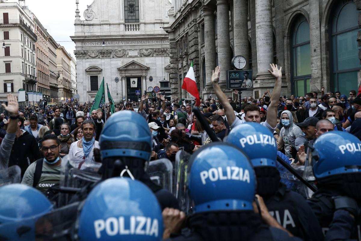 Roma e il piano anti violenze: controlli web, droni, 500 agenti