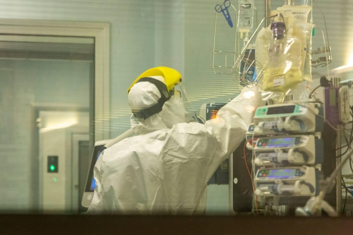 """Coronavirus, la paziente in terapia intensiva: """"Le cure, i dolori, la paura"""""""