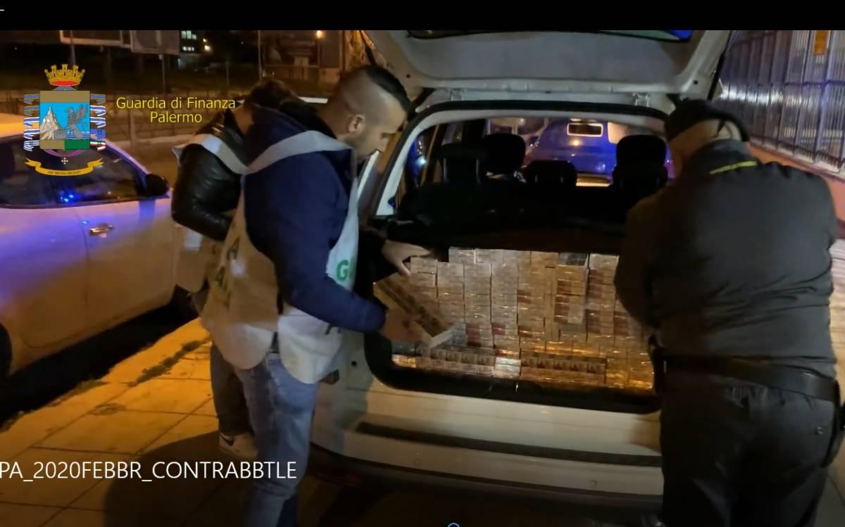 In auto con 100 chili di sigarette di contrabbando: fermati due corrieri