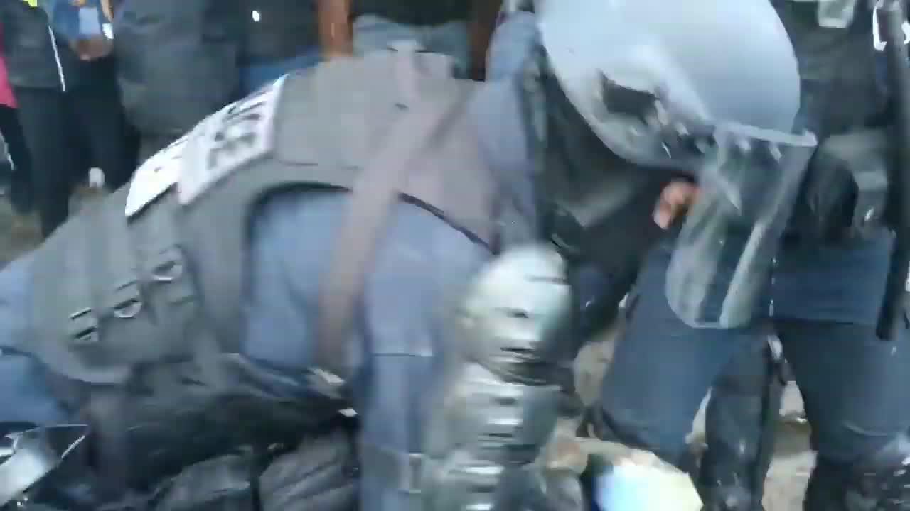 Ecco le violenze della polizia in Francia