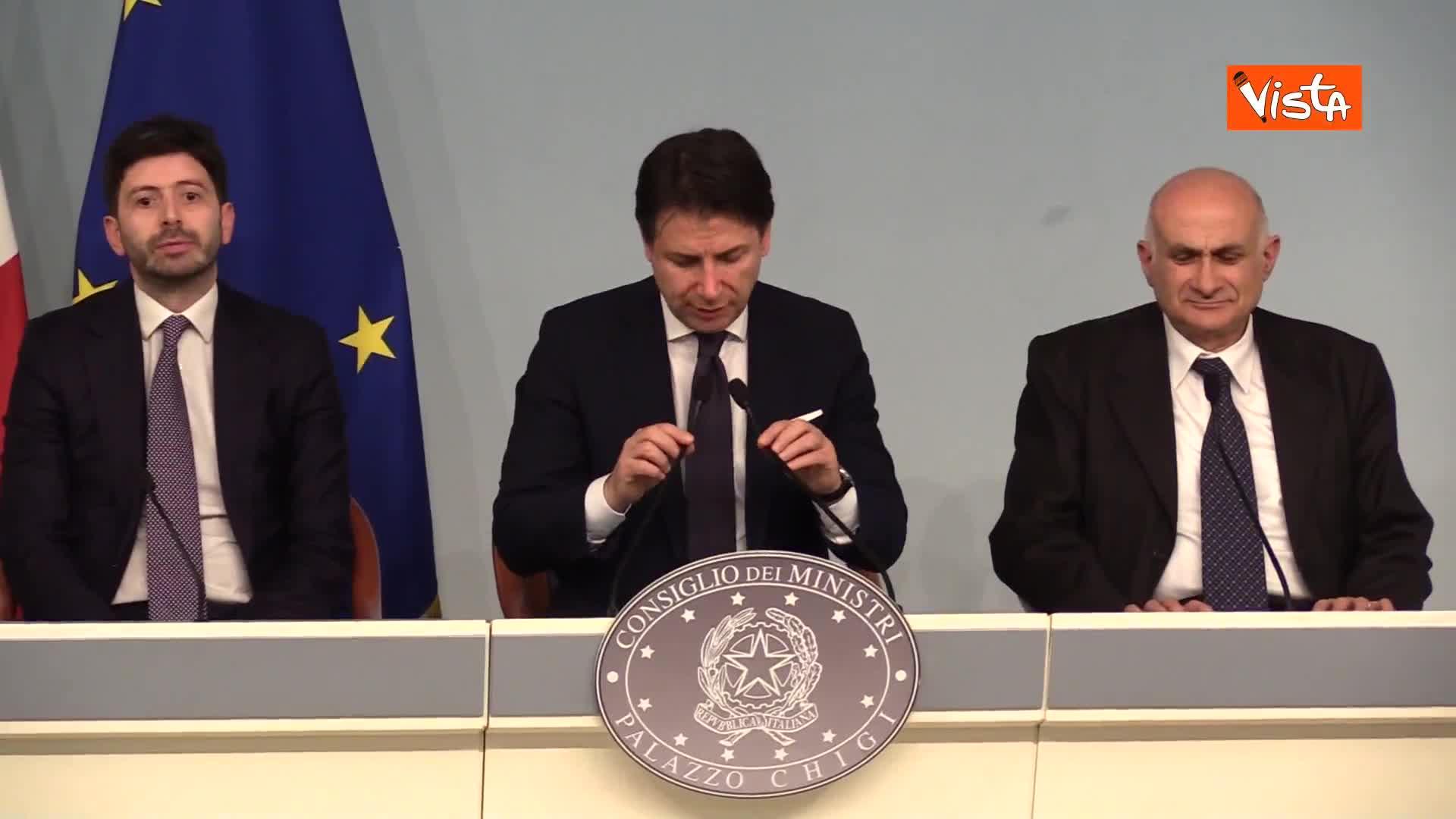 """Coronavirus, Conte: """"Accertati i primi due casi in Italia, sono turisti cinesi"""""""