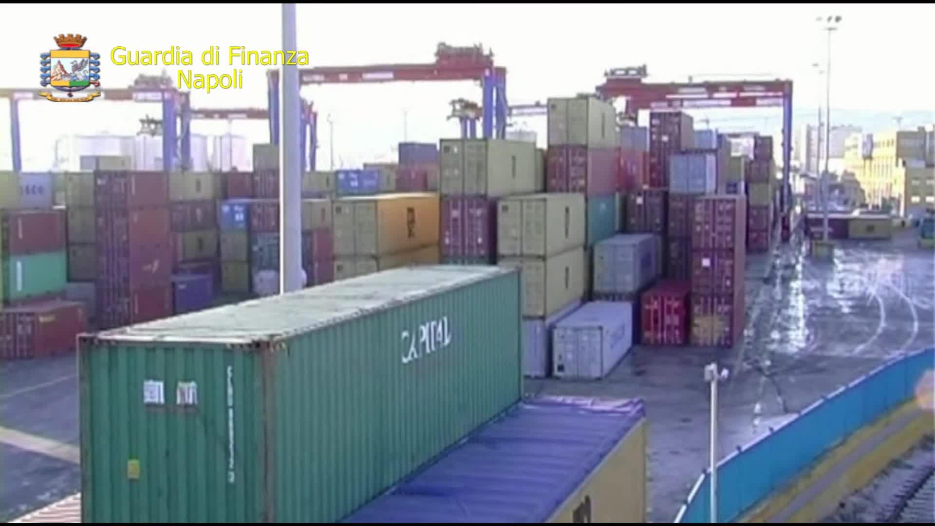 Le immagini dell'intervento al porto della Guardia di finanza