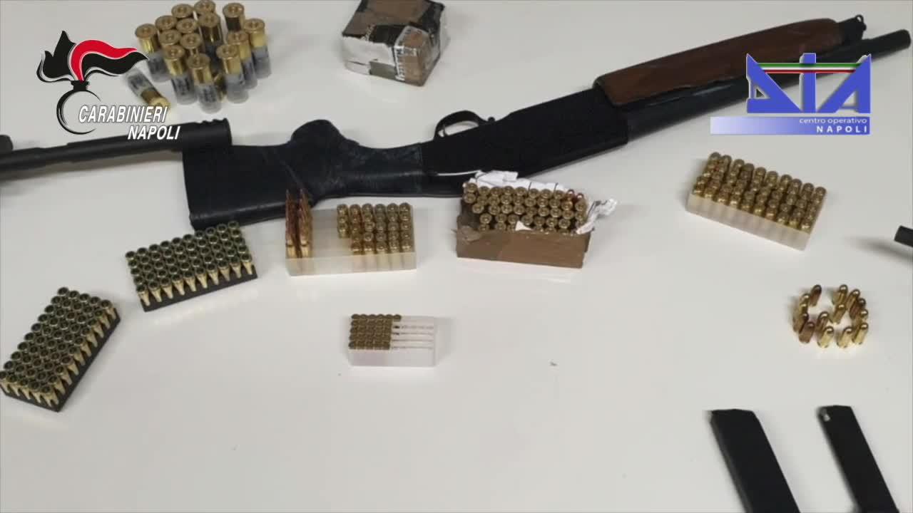 Le immagini dell'arresto di 24 affiliati alla camorra per spaccio di droga