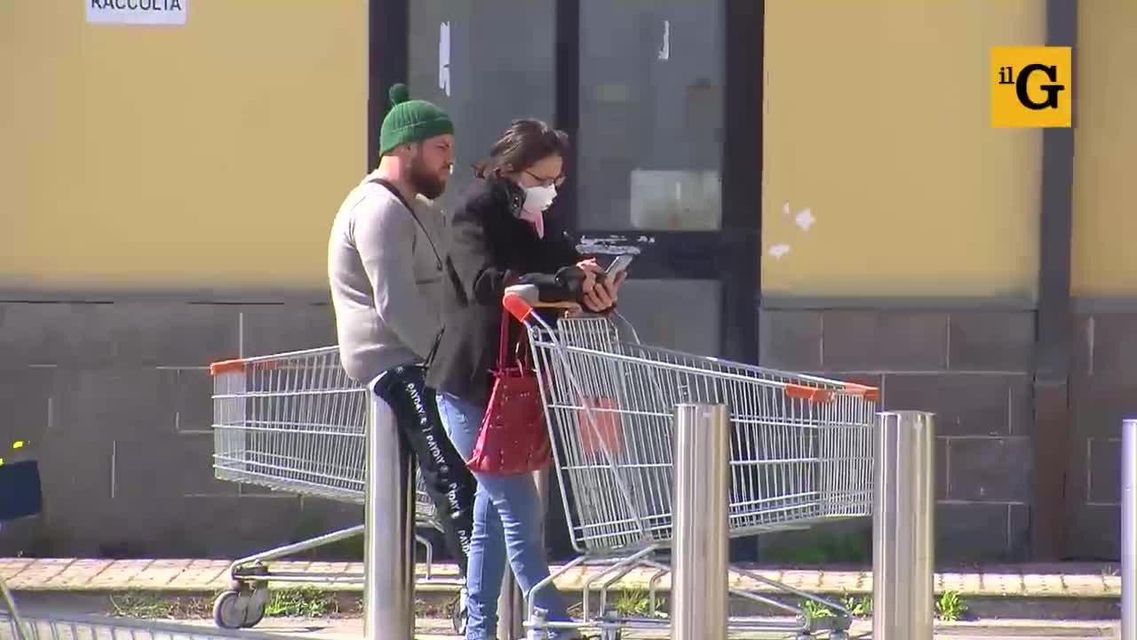 Code ai supermercati, ticket e attese per la spesa