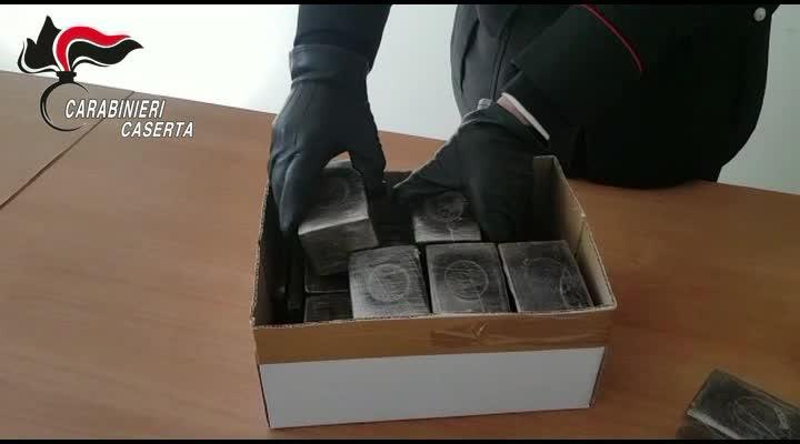 Il sequestro di droga da parte dei carabinieri effettuato a Caserta
