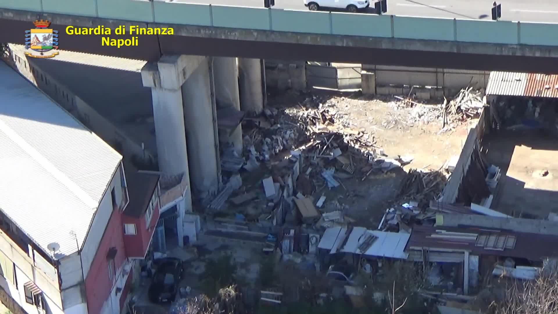 La Guardia di finanza ha sequestrato un'area a Cardito con rifiuti speciali