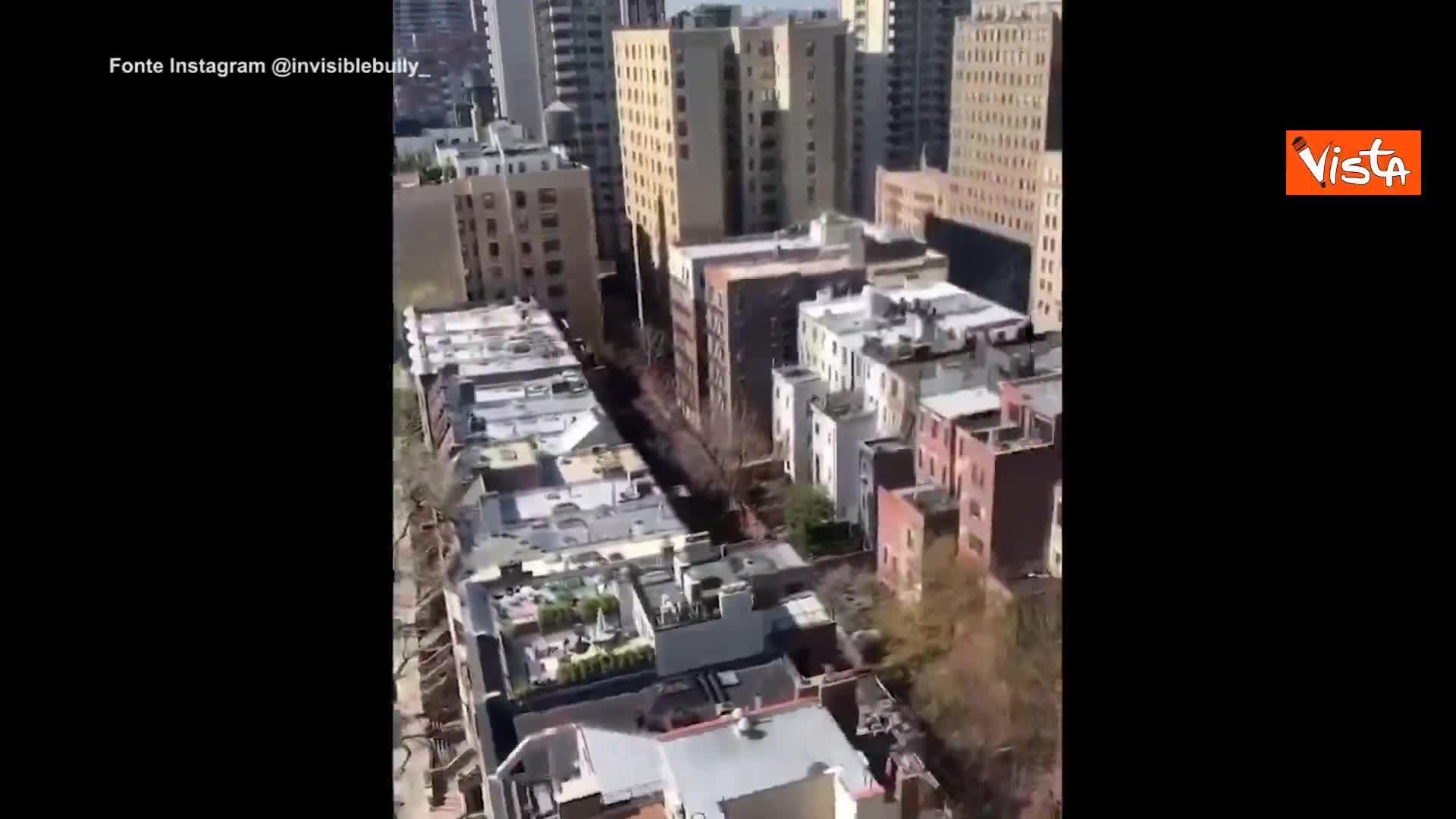 Musica dalle finestre a Brooklyn durante lo shutdown newyorkese