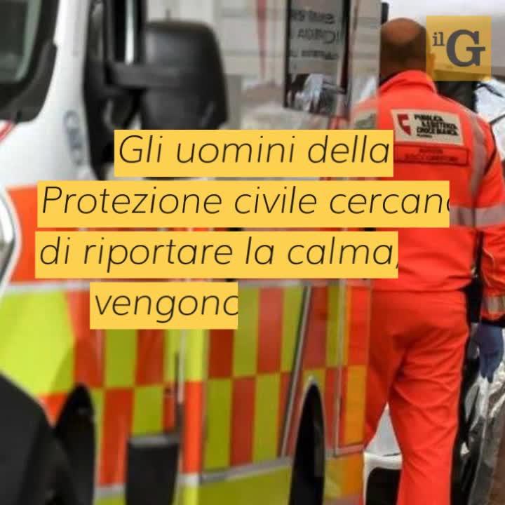 Bandiera gettata a terra e calpestata, carabinieri aggrediti e presi a morsi: fermato straniero
