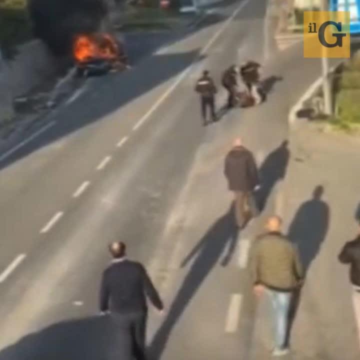 Aggrediti, feriti e quasi investiti da uomo che ignora alt: carabinieri sotto indagine