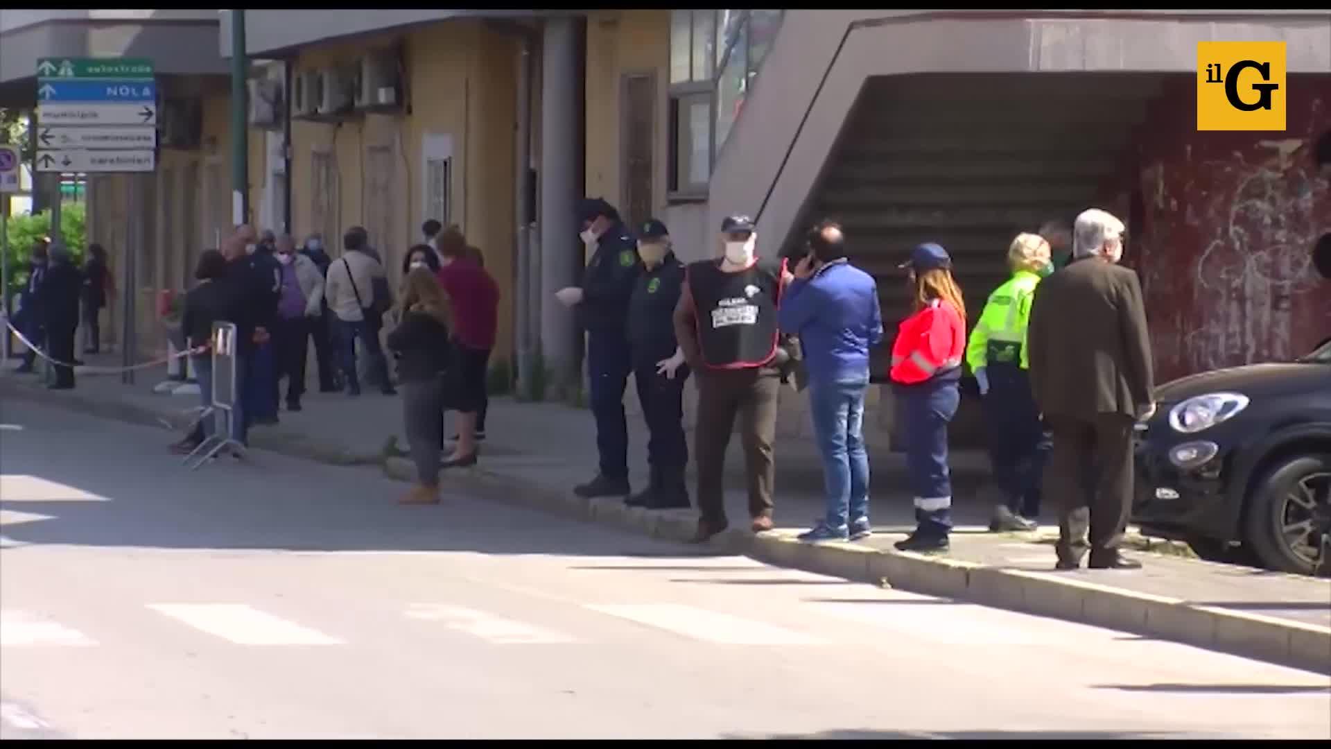La folla in strada per l'ultimo saluto al sindaco