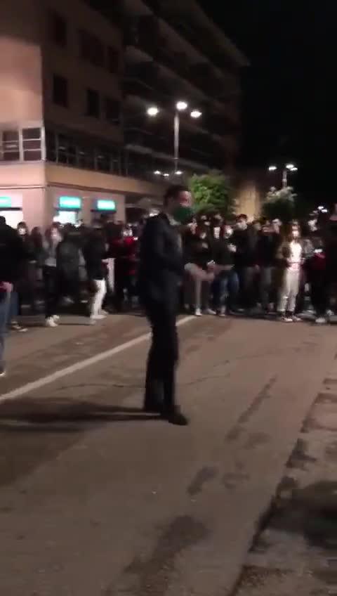 Assembramento e movida nel centro di Avellino, le immagini del sindaco