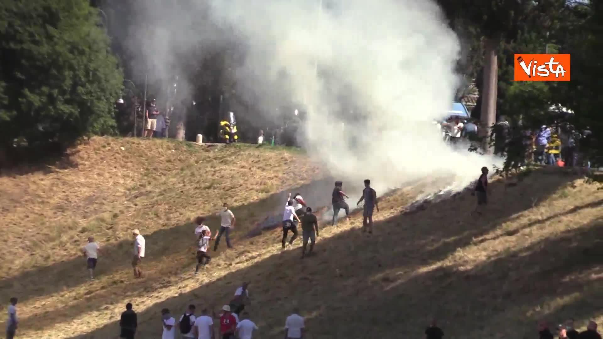 Scoppia incendio al Circo Massimo durante la manifestazione di 'Ragazzi d'Italia'