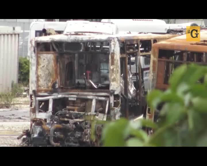 """La furia dei rom contro l'Atac: """"Sono pieni di soldi e danno fuoco ai bus"""""""