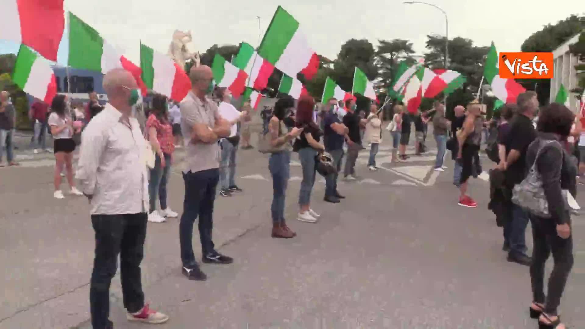 """Mascherine Tricolore manifestano all'Eur: """"I cittadini sono esasperati"""""""