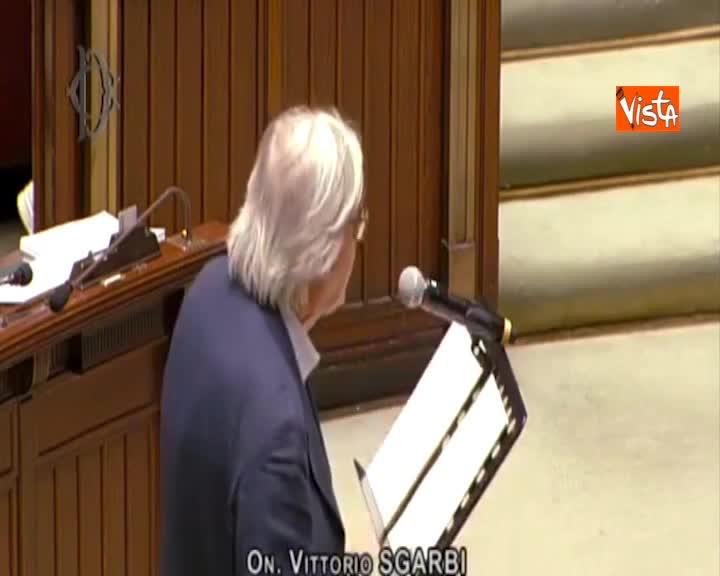 Dl carceri, Sgarbi attacca magistrati e deputate, espulso Aula