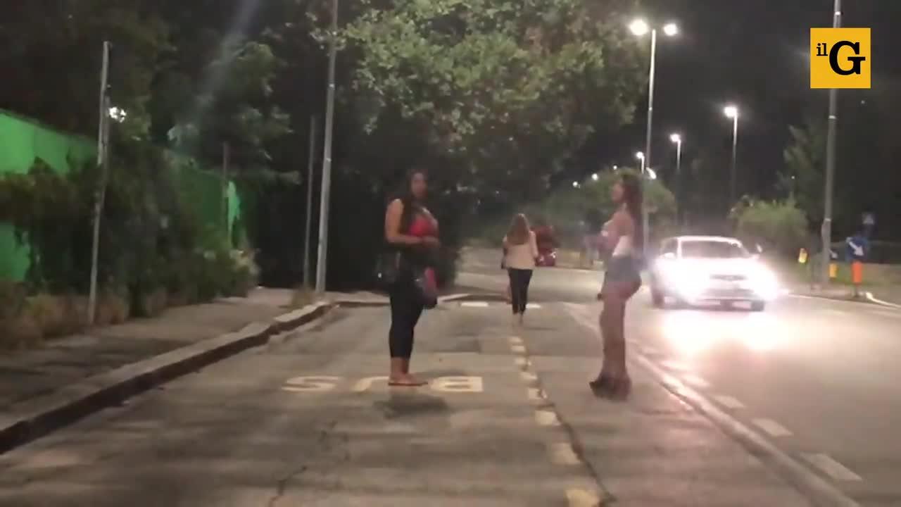 Il quartiere a luci rosse dove il Covid non ferma la prostituzione