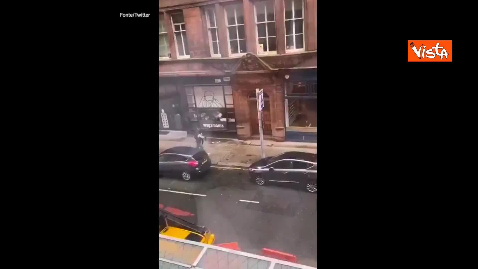 Accoltellamento in un hotel di Glasgow, assalitore ucciso e 6 feriti