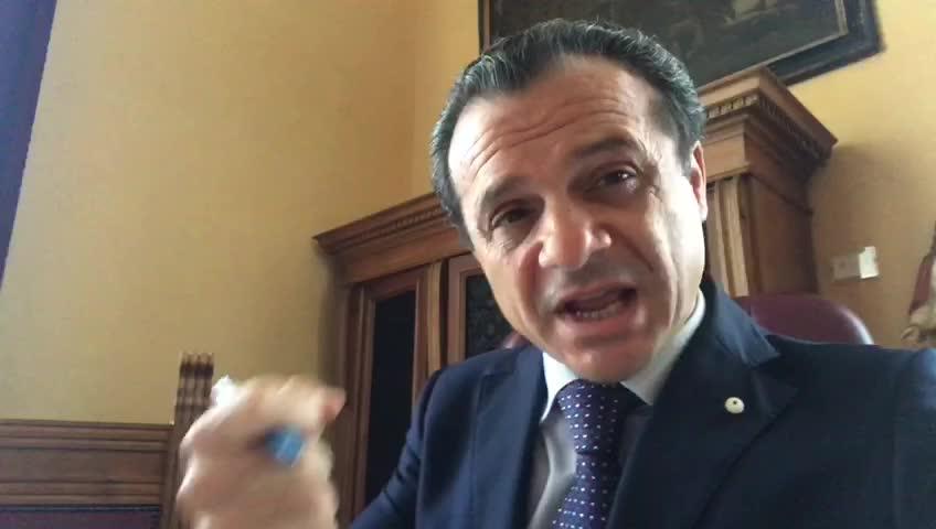 """Chiusura hotspot Messina, De Luca: """"Struttura non a norma"""""""