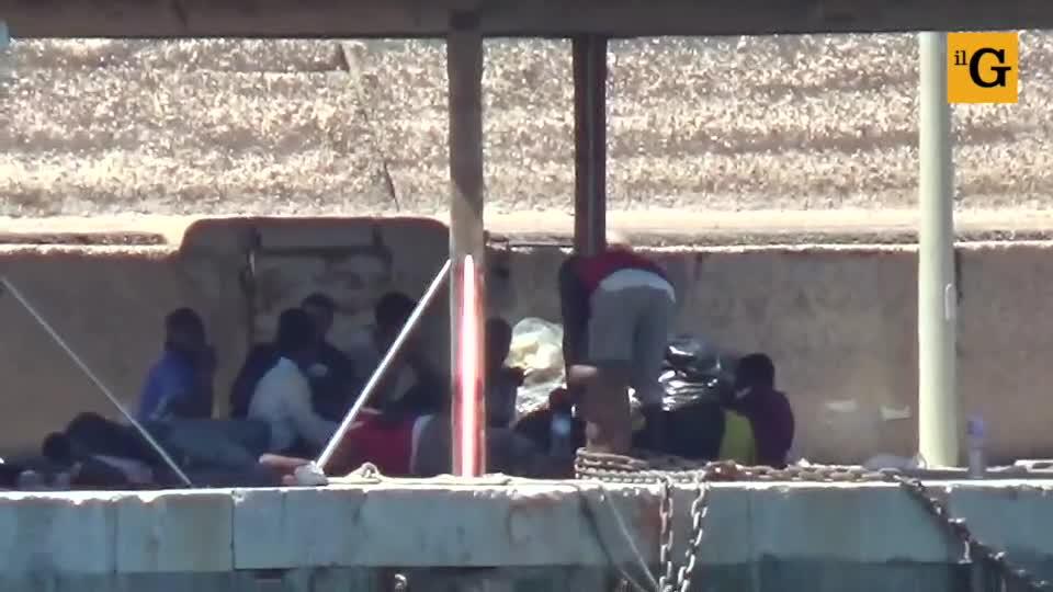 Sbarchi senza sosta a Lampedusa: hotspot al collasso