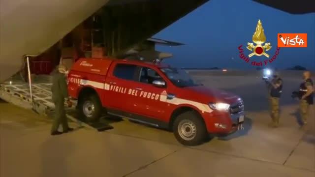 Atterrato a Beirut il team di esperti dei vigili del fuoco italiani