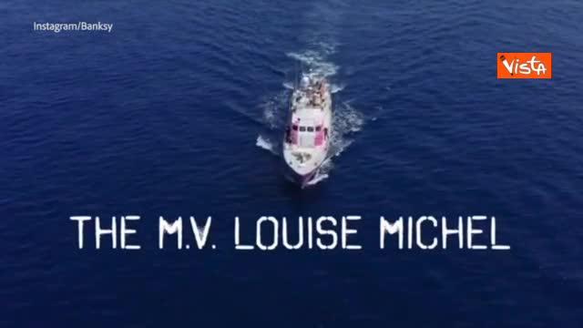 """Migranti, Banksy: """"Ho comprato la nave perché Ue non li soccorre"""""""