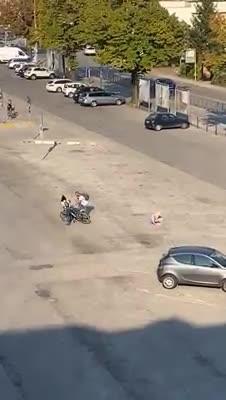 Anziano pestato a sangue a Vicenza: le immagini dell'aggressione