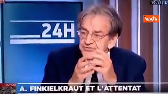 Proccacini (FdI) in ginocchio al Parlamento europeo in omaggio a Samuel Paty