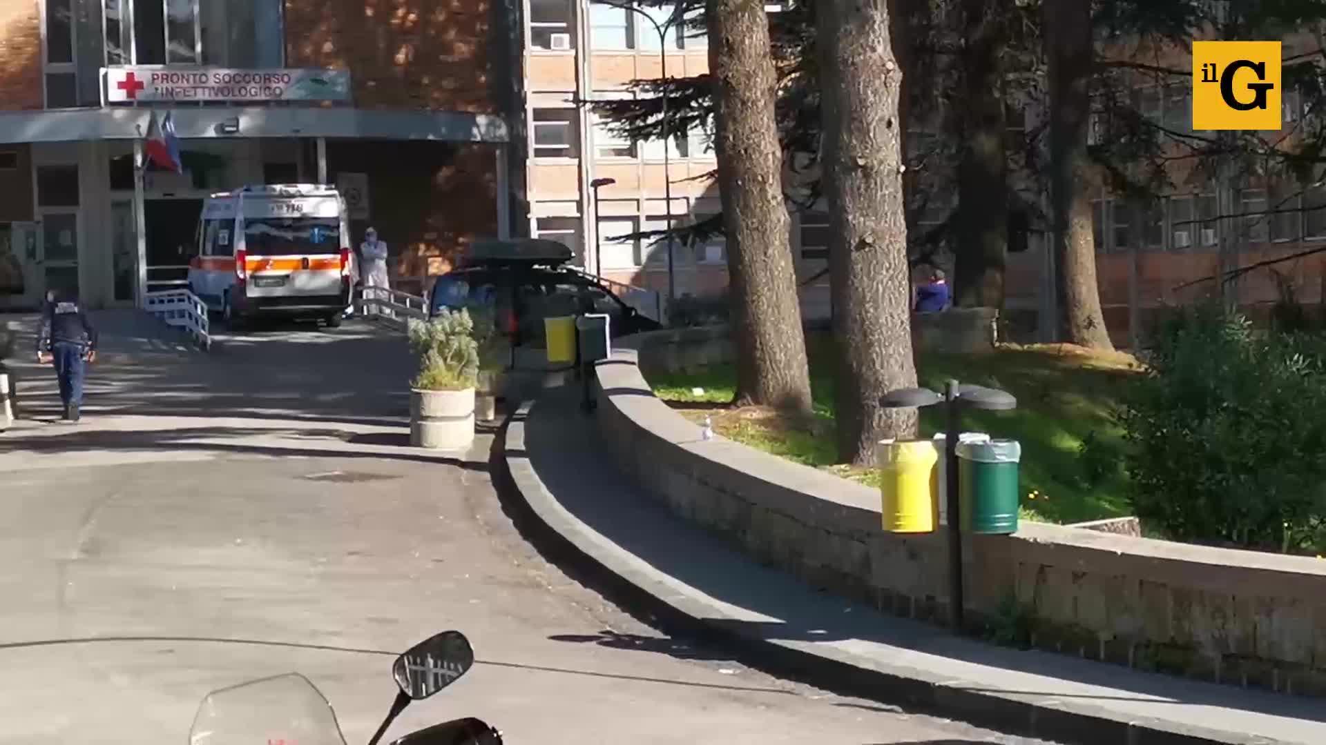 """File al Cotugno di Napoli, il responsabile del pronto soccorso: """"Problemi con i posti letto"""""""