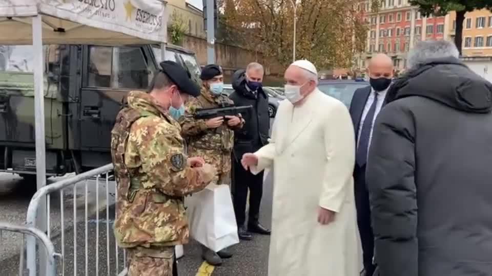 Il Papa ringrazia i militari di Strade sicure a Roma