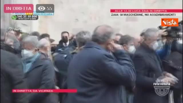 Funerali Paolo Rossi, l'applauso al feretro all'uscita dalla cattedrale