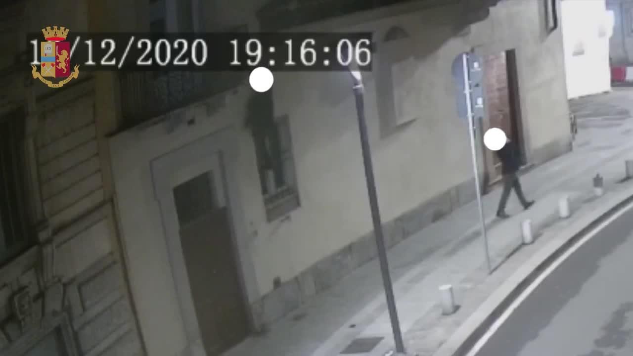 Furti in casa dei vip a Milano: ecco i ladri acrobati in azione