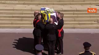 Funerali Principe Filippo, l'arrivo del feretro a St. George accompagnata da colpi di cannone