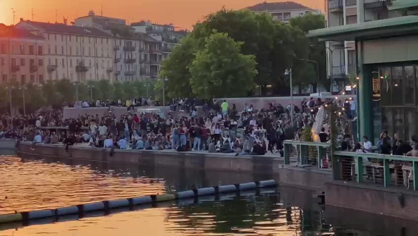 Assembramenti a Milano