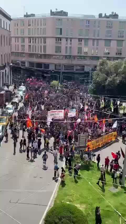 Bologna, sinistra in strada tra assembramenti e rave party