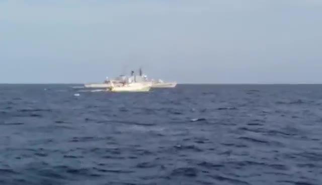 Alta tensione nel Mediterraneo: la Marina libica spara a tre barche italiane