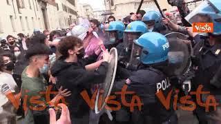 Tensione in piazza Duomo tra studenti pro-Ddl Zan e polizia, le immagini