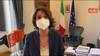"""Giornata contro l'omotransfobia, la ministra Bonetti lancia la campagna """"Diritto di essere"""""""