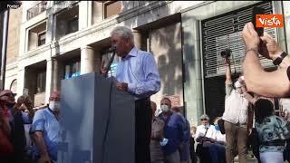 """Amministrative Napoli, il primo comizio è di Bassolino, il saluto al pubblico: """"Compagni e compagne"""""""